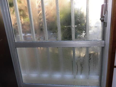 窓サッシ凍結 (2)