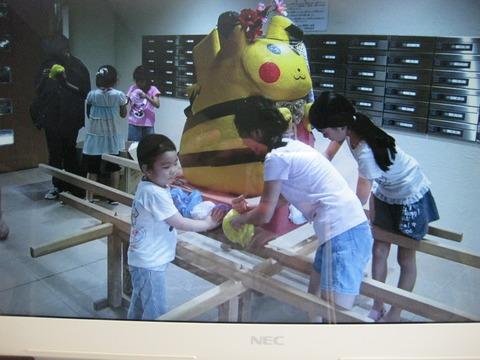 子供神輿飾りつけ (5)
