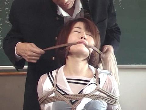 猿轡 口枷 をされる女 の 口拘束 AV エロ 画像 akinoshiori24