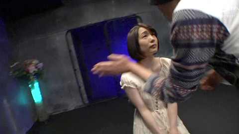 ビンタされる女 AV suzumura52