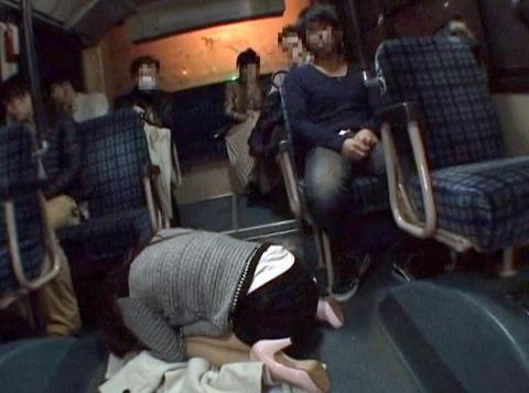 バスの車内で土下座して謝る女 大槻ひびき -SMJP