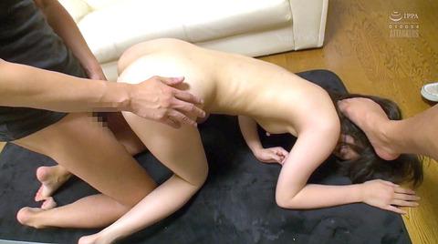 踏みつけられて犯される 惨めな女のAVエロ画像 kururugiaoi64