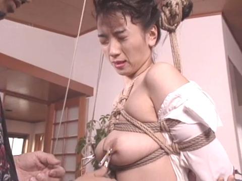 乳首責め 乳首を痛めつけられる女 arinoyukari03