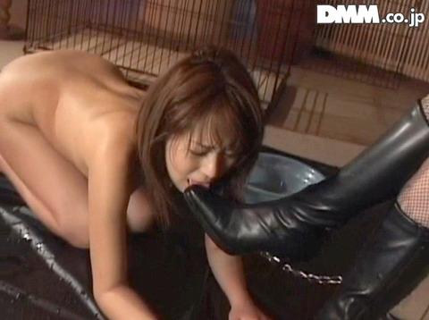 服従の誓い靴を舐める女 靴舐め女 靴を舐め女 エロ AV画像 koizumi07