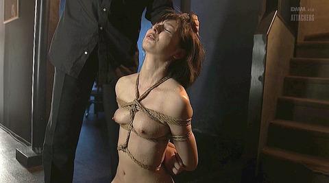 唾を吐きかけられる女唾を飲まされる女エロAV画像nishidakarina08