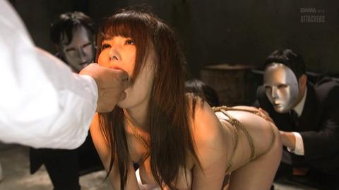 指フェラ画像/指イラマチオさせられる女のAVエロ画像 hatano30