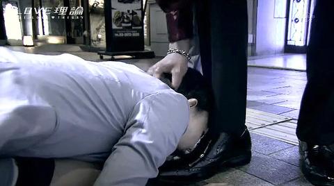 服従の誓い靴を舐める女 靴舐め女 エロ AV 画像 watanabemai20