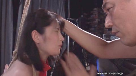 ビンタされる女 ビンタされる表情がエロい女のAV画像 hazukimomo138