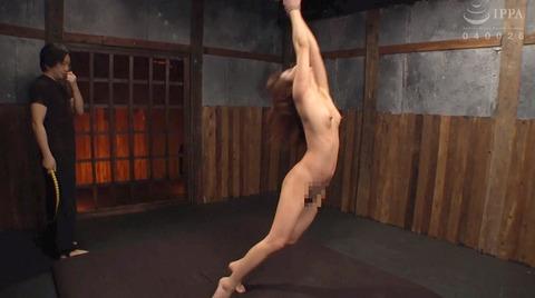 SM調教_皮膚を切り裂く一本鞭責めされる女AVエロ画像hanasaki168