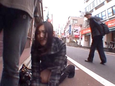 惨め 街中路上土下座する女の画像 真白希実 -SMJP