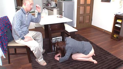 スーツ姿で 謝罪の 土下座をするOL女の画像 篠田ゆう -SMJP