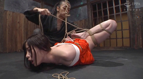 麻縄緊縛SM拘束される女のエロ画像haduki01