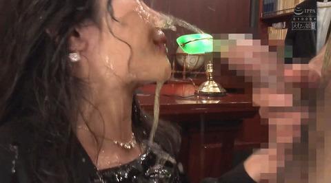 飲尿責め服従と愛情と忠誠を誓う飲尿する女のエロ画像niimuraakari12