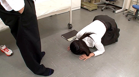 全裸土下座/着衣土下座エロ・土下座謝罪AVエロ画像higashiomako21