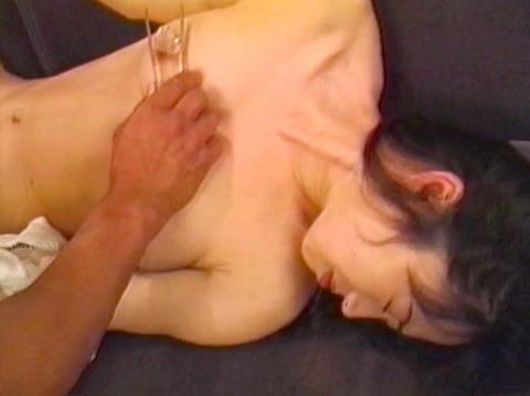 乳首責め 乳首を痛めつけられる女 hirookamirai22