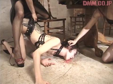 屈辱惨め 床舐め掃除 床舐め強要される女のエロ画像 onnajuku19