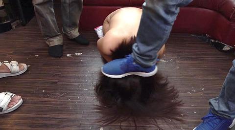 土足で 靴で顔を踏まれる姿が惨めでエロイ 女のAV画像 nakaomeiko101