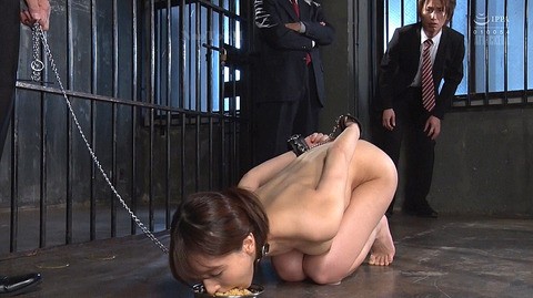 kizaki99  犬のように這いつくばって食事する女 犬食い女