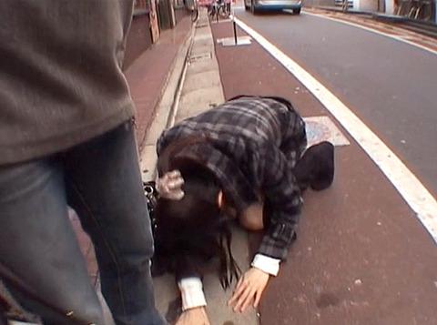 道路で土下座して謝らされる女の画像 真白希実 -SMJP