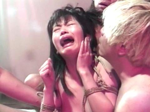 集団強姦 輪姦 集団レイプで廻される女の AVエロ画像 kashimasaki36