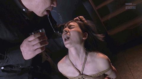 唾を吐きかけられ犯される女唾を飲まされる女エロAV画像karina07