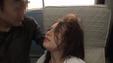顔を踏まれて強制フェラさせられる姿がエロイ女のAV画像 hanasaki01