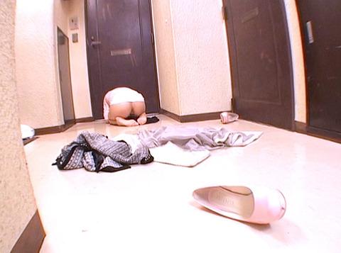 彼氏に追い出されて家の前で全裸土下座する女の画像大槻ひびき-SMJP