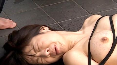 飲尿責め服従と愛情と忠誠を誓う飲尿する女のエロ画像chinatu36