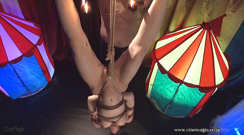 SM調教 逆さ吊り にされる女 の AV エロ画像 hazukimomo150
