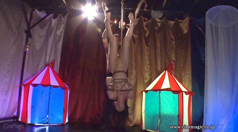 SM調教 逆さ吊り にされる女 の AV エロ画像 hazukimomo151
