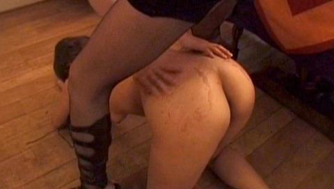 服従の誓い靴を舐める女 靴舐め女 靴を舐め女 エロ AV画像 euro00_3