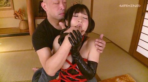 指フェラ画像 指イラマチオする女のAVエロ画像 ootuki27