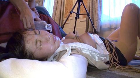 SM水責め調教水責め拷問される女のエロAV画像hatumisaki68
