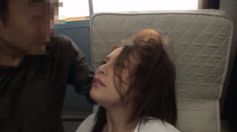 ビンタされる女 ビンタされる表情がエロい女のAV画像 hanasaki01