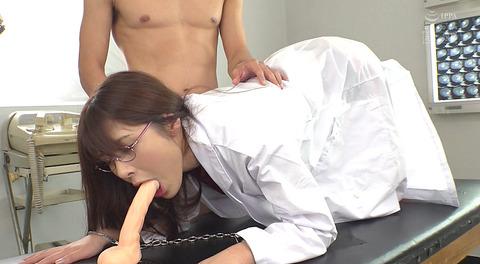 バイブフェラ画像/屈辱のバイブ舐め女のAVエロ画像asami84
