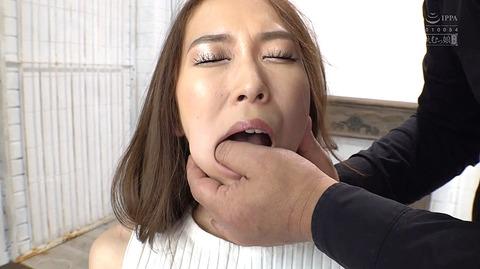 指フェラ画像/指イラマチオさせられる女のAVエロ画像 kawakitamai38