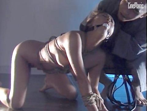 猿轡/口枷をされる女の口拘束AVエロ画像_inoueanri08
