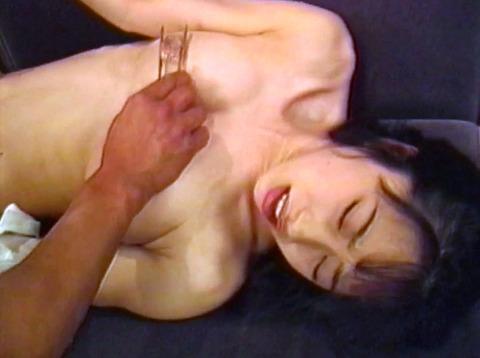 乳首責め 乳首を痛めつけられる女 hirookamirai23