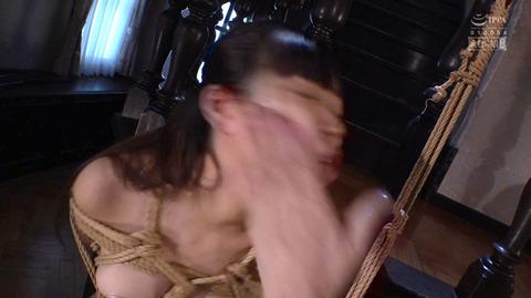ビンタされる女 ビンタされる表情がエロい女のAV画像 kagamisara25