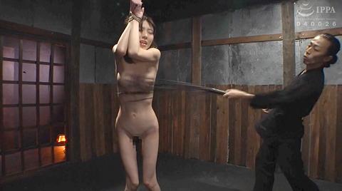 恐怖と激痛の胸への鞭責めSM調教女/胸鞭AVエロ画像arisakamiyuki222