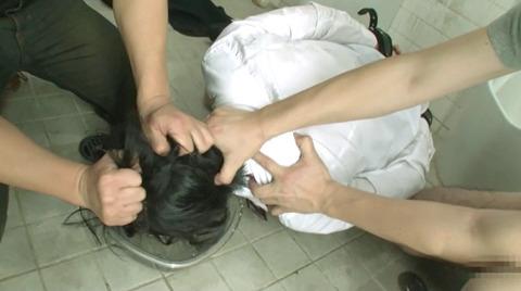 SM水責め調教/溺死寸前水責め拷問される女のエロAV画像abeno90