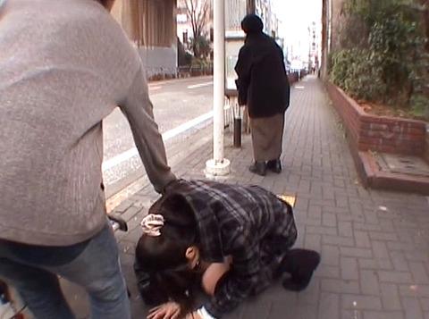 大阪の路上で 白昼に土下座する女を発見 真白希実 -SMJP
