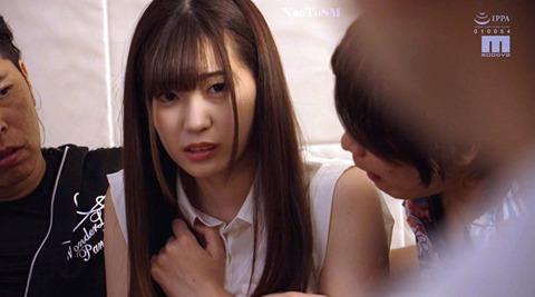 あごクイ、髪の毛グイで服従する女 美谷朱里
