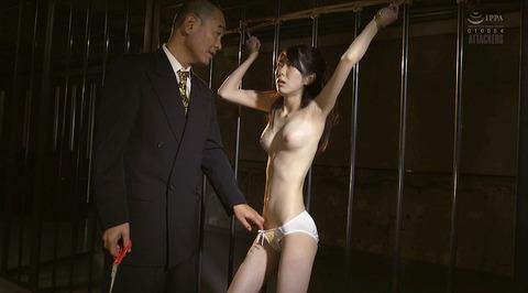 arisaka01  大勢の前で一人だけ裸にされる女の画像 CMNF画像