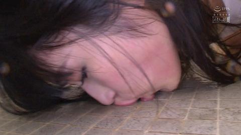 屈辱惨めエロ画像 床舐め掃除 床舐め強要される女の画像 aine07