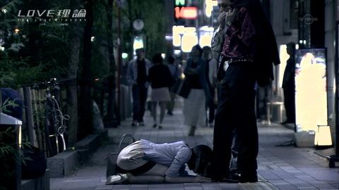 男の足元で街中土下座する女渡辺まい-SMJP