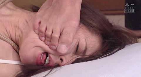 顔を踏まれて犯される姿がエロイ女のAV画像 takanashirino102