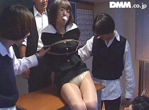 麻縄緊縛SM拘束される女のエロ画像emotoyuki04