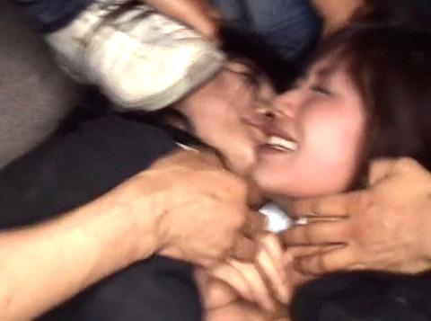 踏みつけられて犯される 惨めな女の AV エロ画像 za3_09