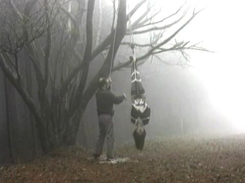 SM調教 逆さ吊り にされる女 の AV エロ画像 koyamahitomi12